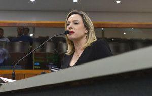 Deputada Adriana Accorsi, autora do projeto de lei