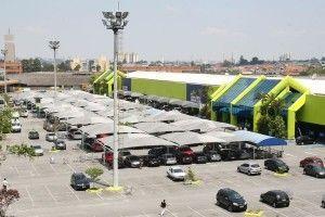 O cliente teve seu carro furtado no estacionamento do supermercado enquanto fazia compras em setembro de 2013