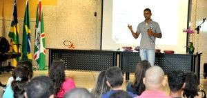Lucas Rodrigues, já incluído no programa, dá palestras sobre a iniciativa