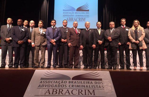 Elias (no centro) e os demais presidentes estaduais da Abracrim