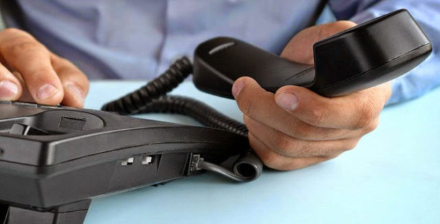 linha telefônica suspensa