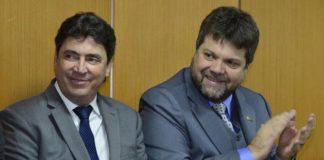 Wilder Morais e Euclides Barbo Siqueira durante a posse